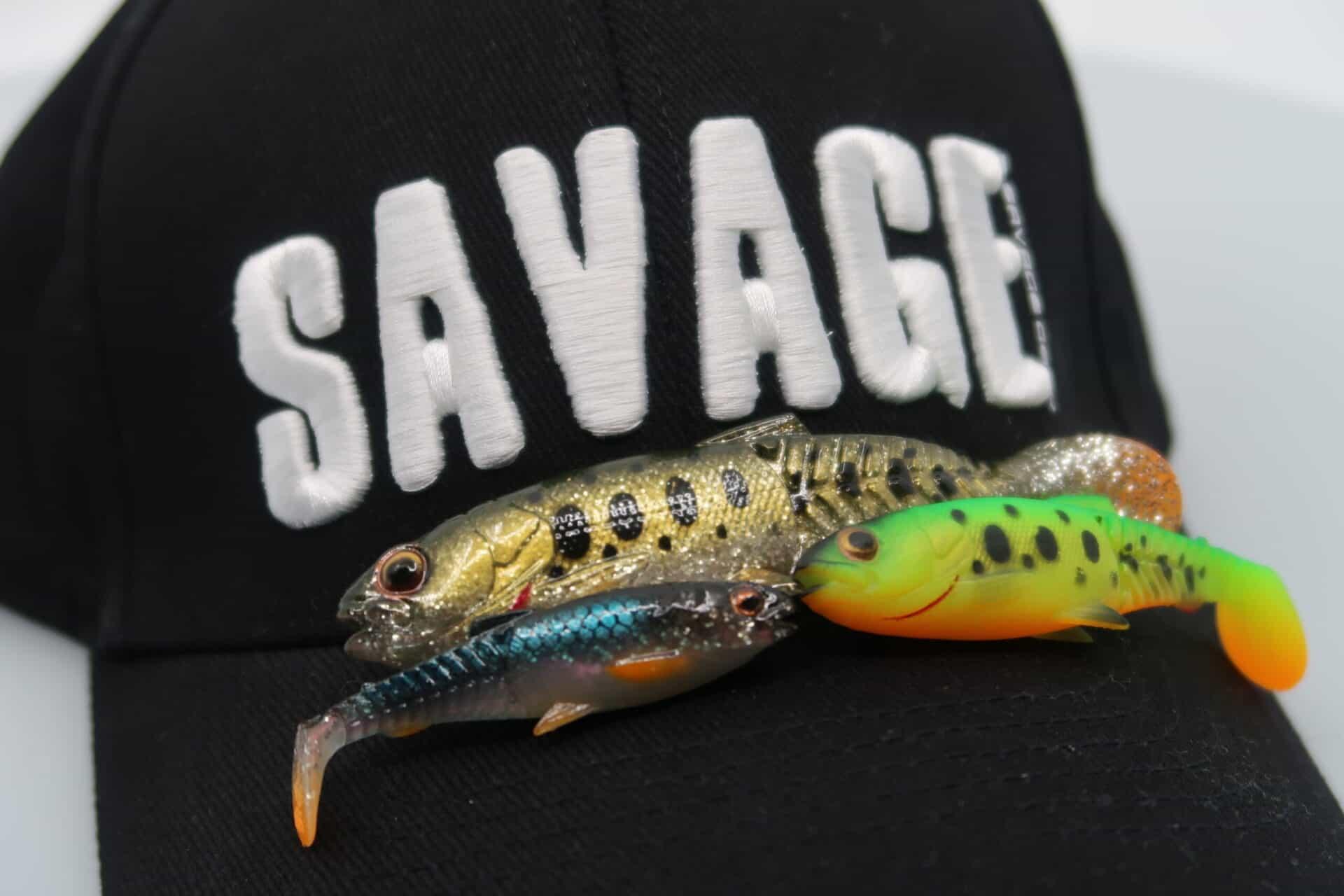 13 articole mişto pentru pescuit la răpitori Savage Gear 2021! Avem şi haine.